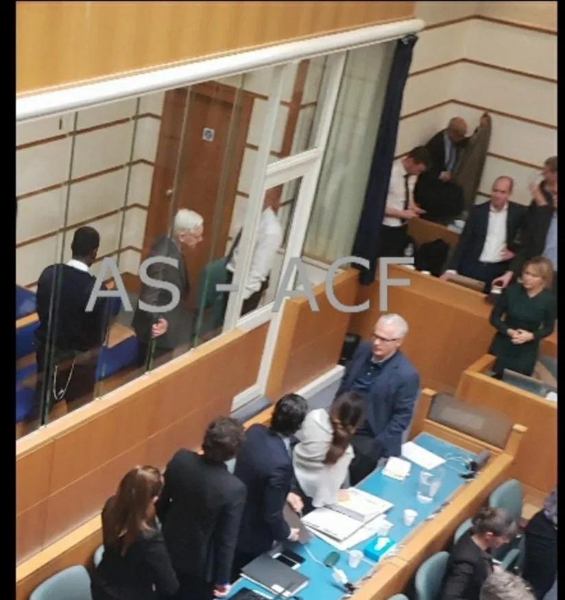 julian-assange-british-court-cage2.jpg