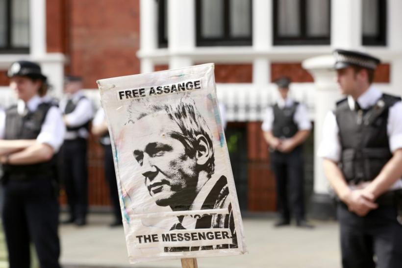 297883-assange-protest.jpg