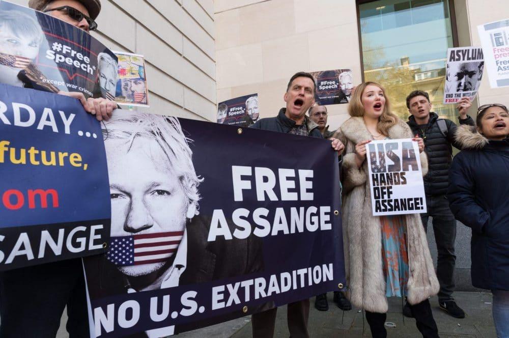 assange-protest-e1555069241845.jpg