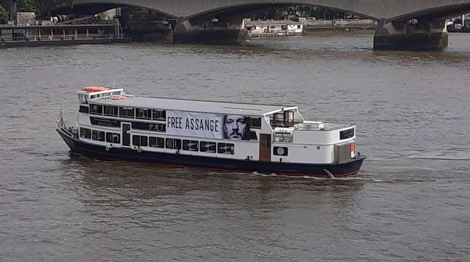protest_photos:boat.jpg