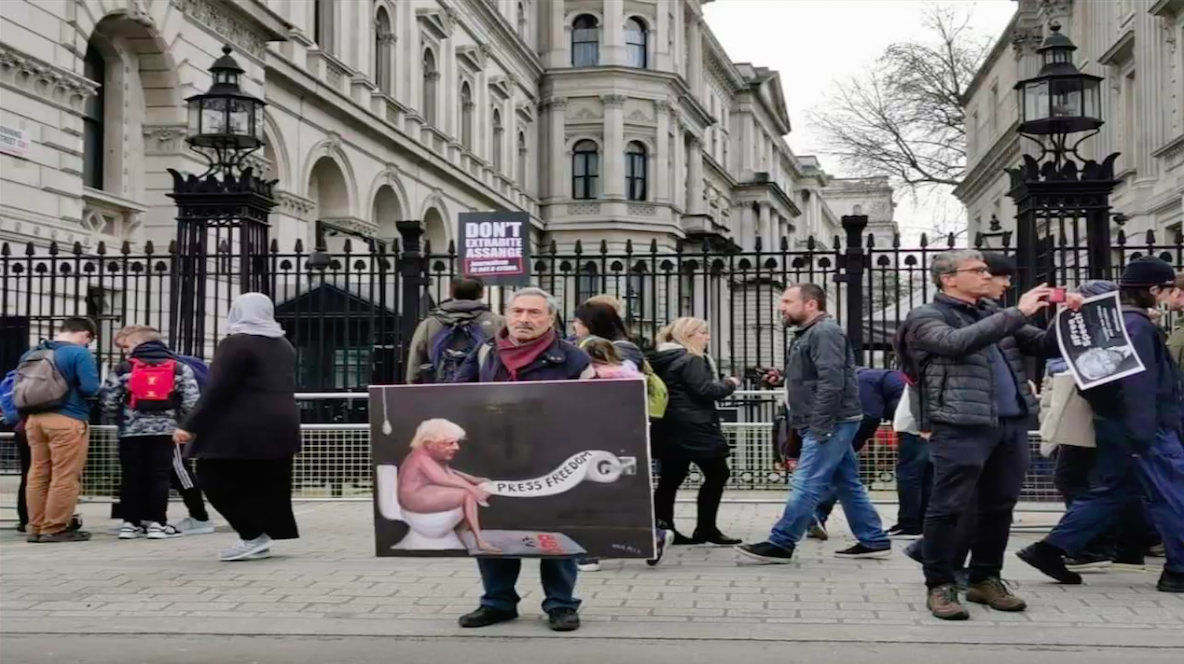 protest_photos:bojo-craps-on-press-freedom.png