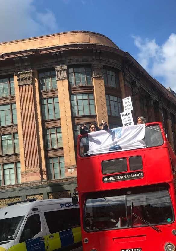 protest_photos:buslondon.jpg