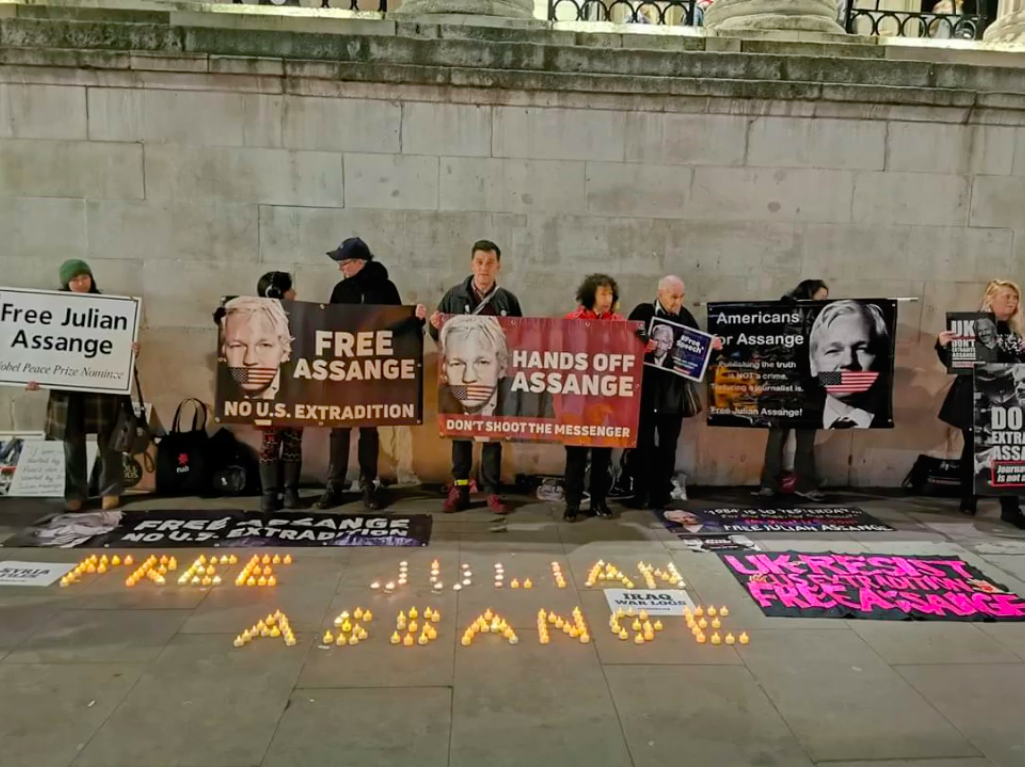 candles-trafalgar-sq-london.png