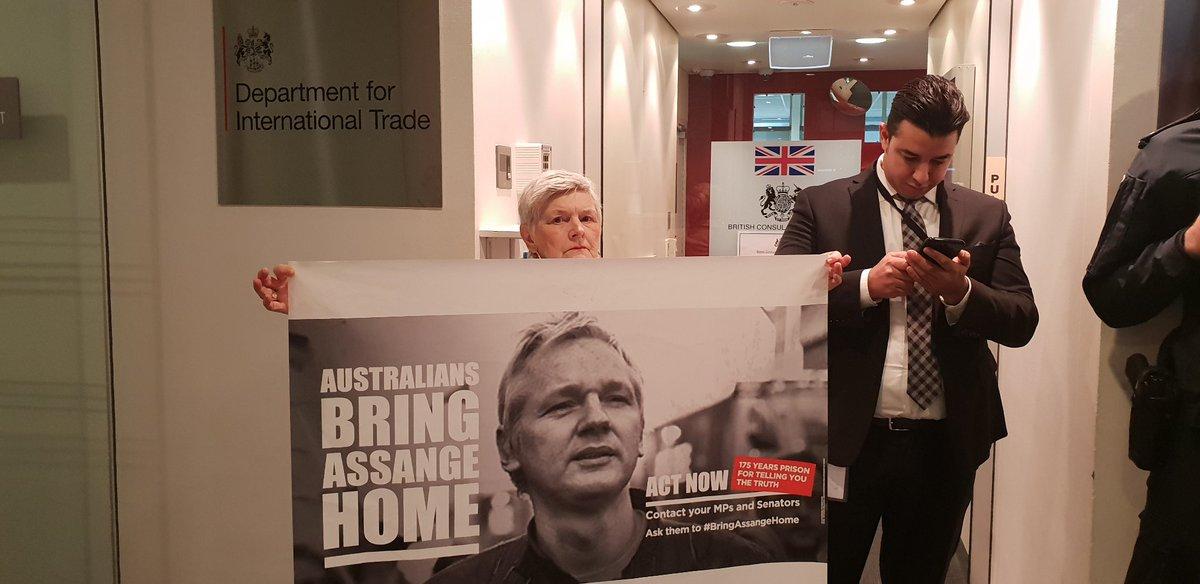 free-assange-uk-consulate1.jpg