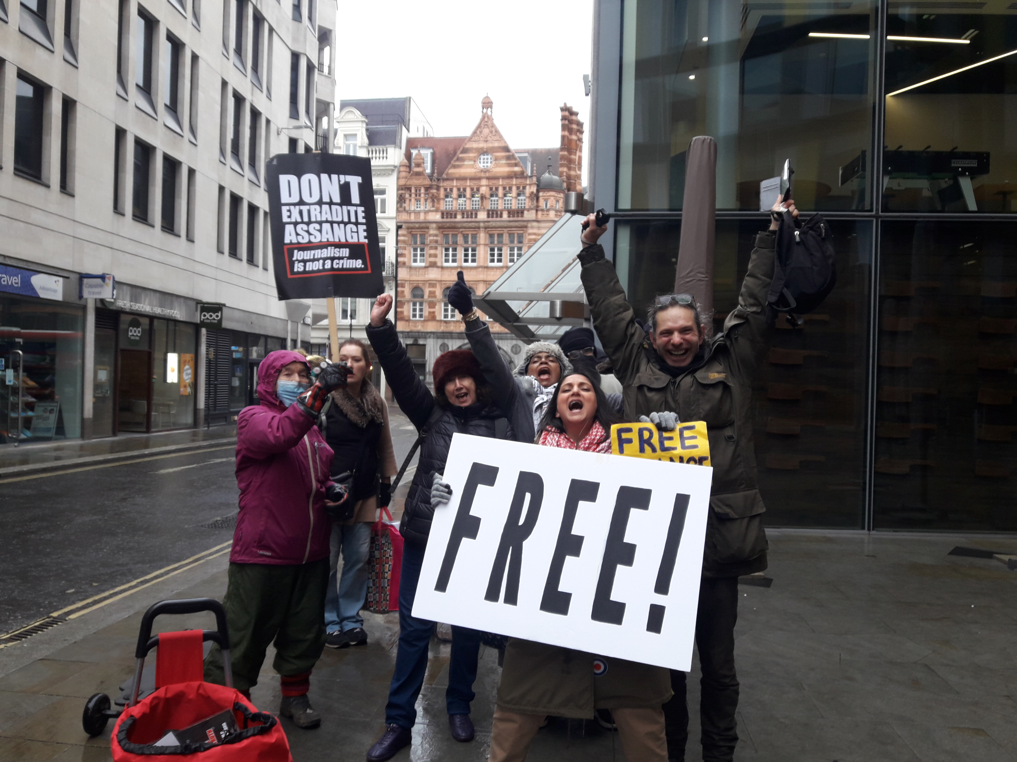 protest_photos:freegroup.jpg