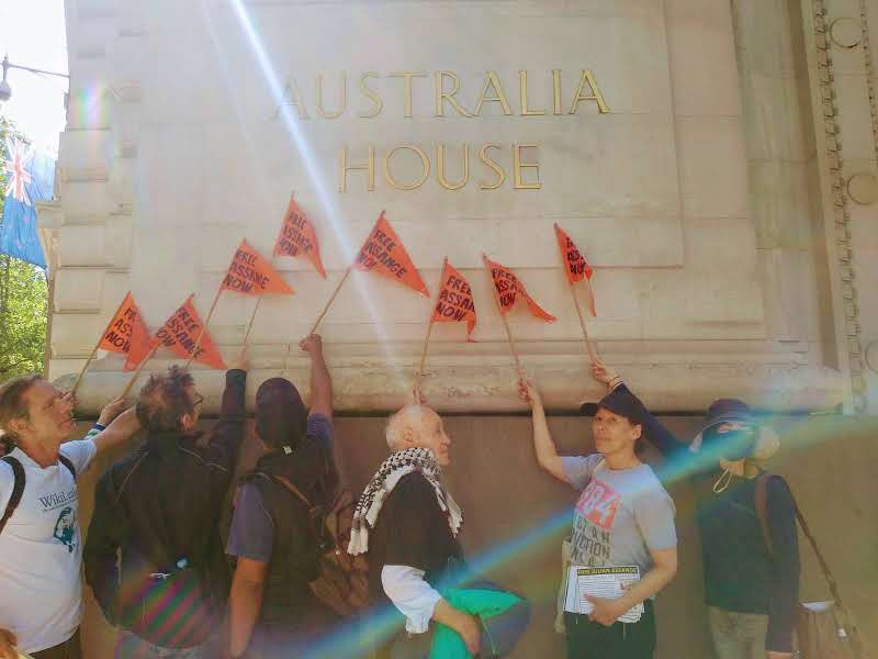 protest_photos:lightonflags.jpg