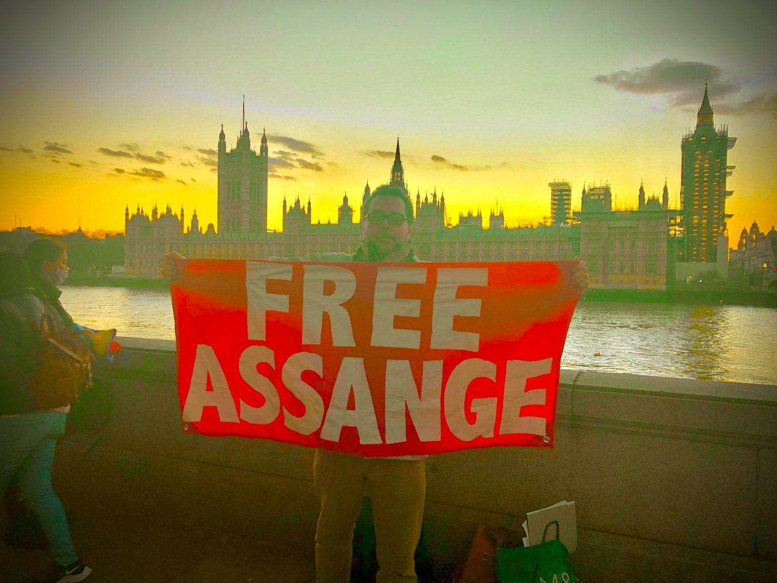 protest_photos:mariosunset.jpg
