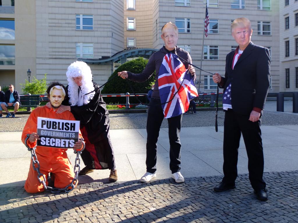 on-a-lead-us-embassy-berlin-7sept20.jpg