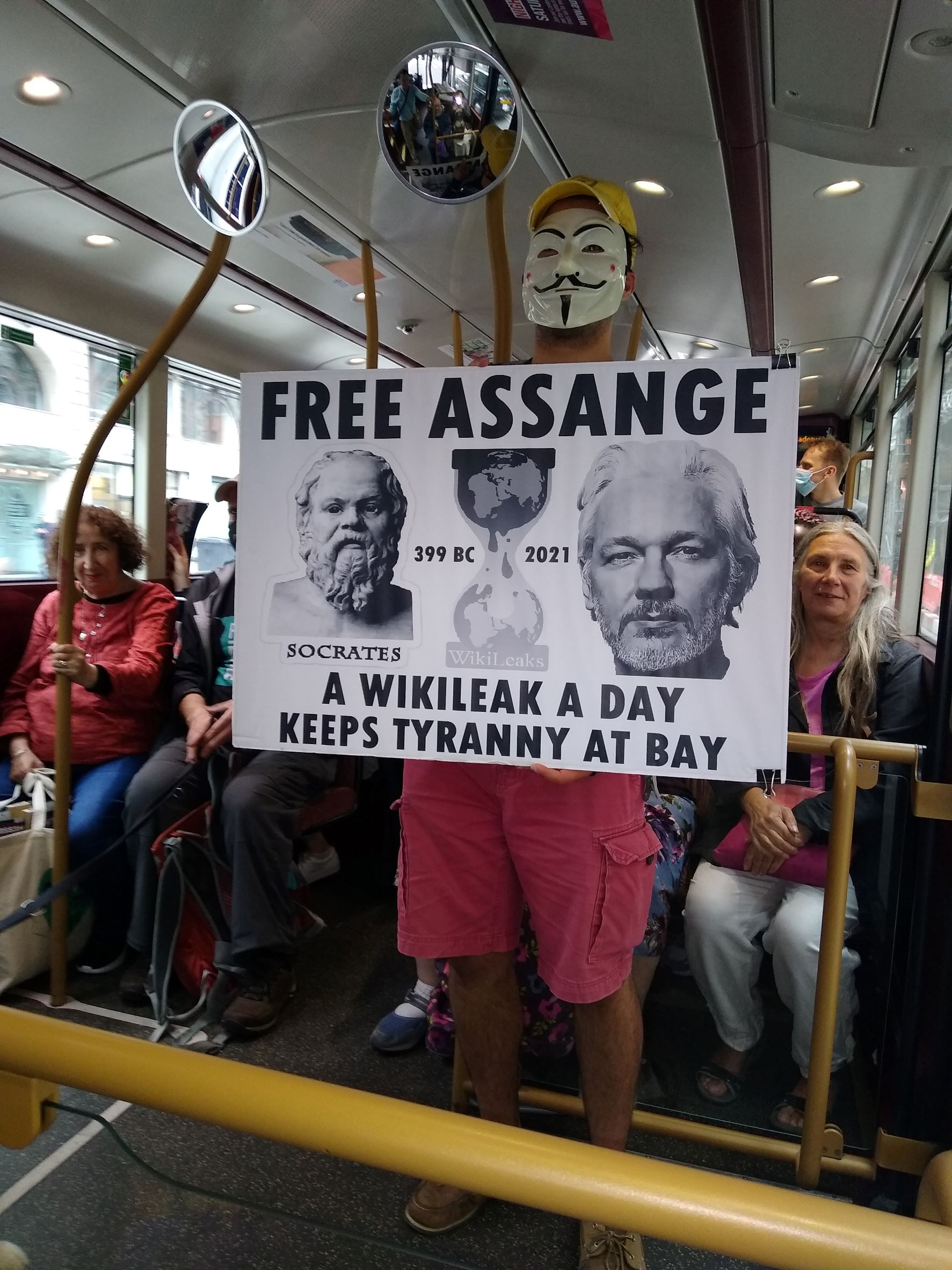 protest_photos:onthebuses.jpg