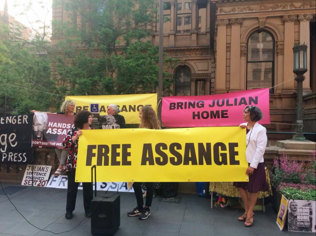 protest_photos:oz-free-assange.png