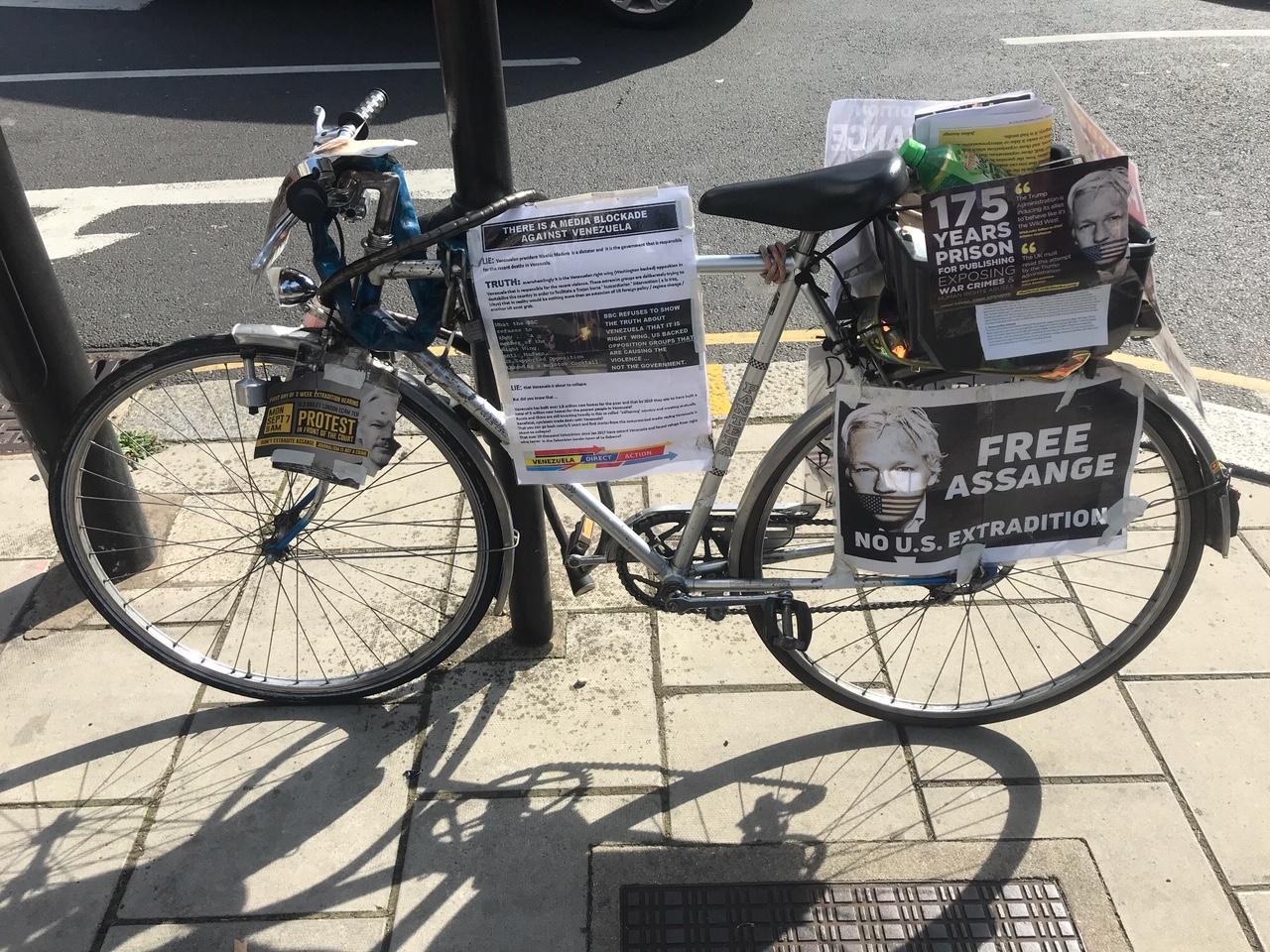protest-bike--old-bailey-london-sept20.jpg