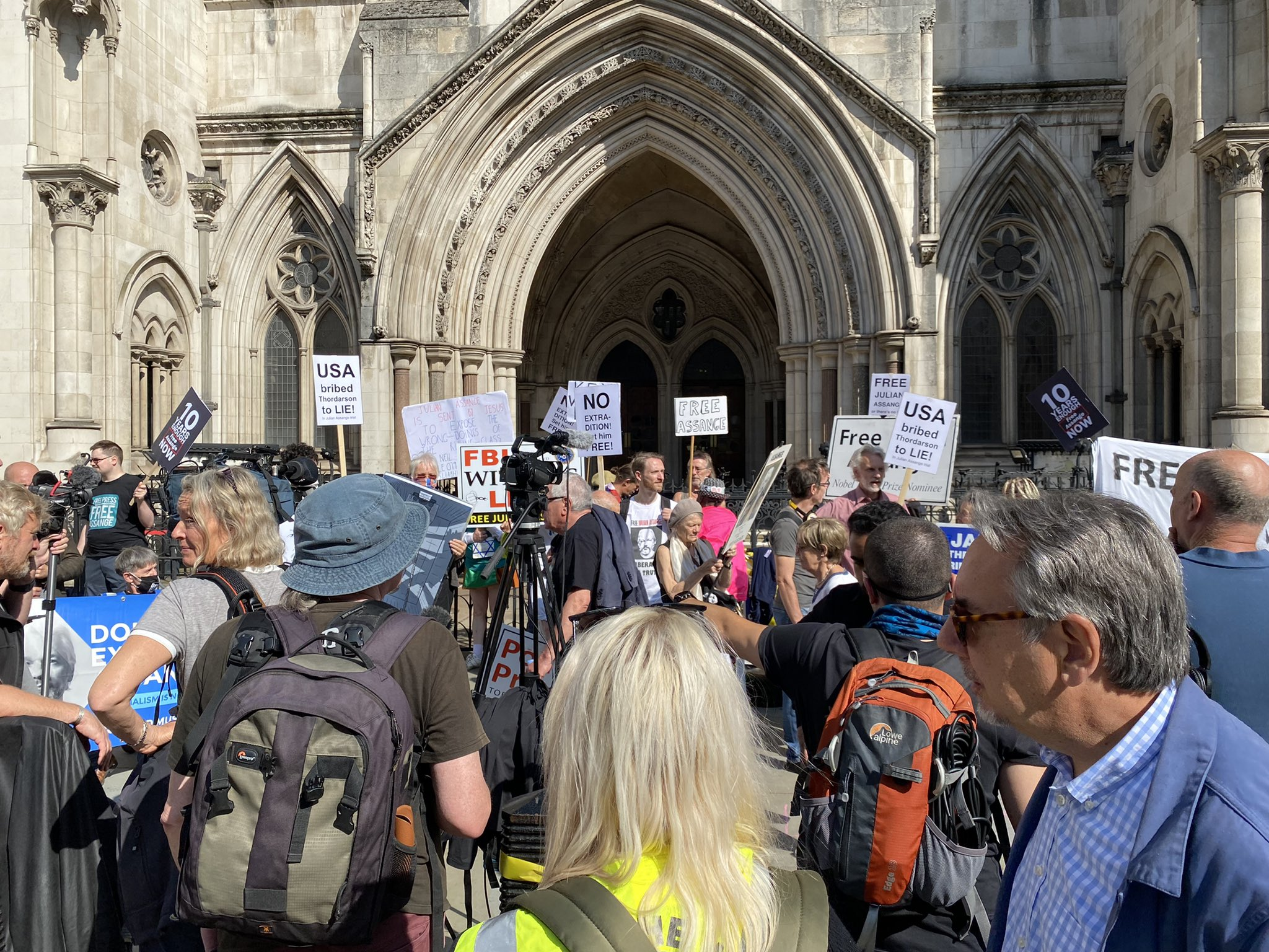 protest_high_court_aug-11-2021.jpg