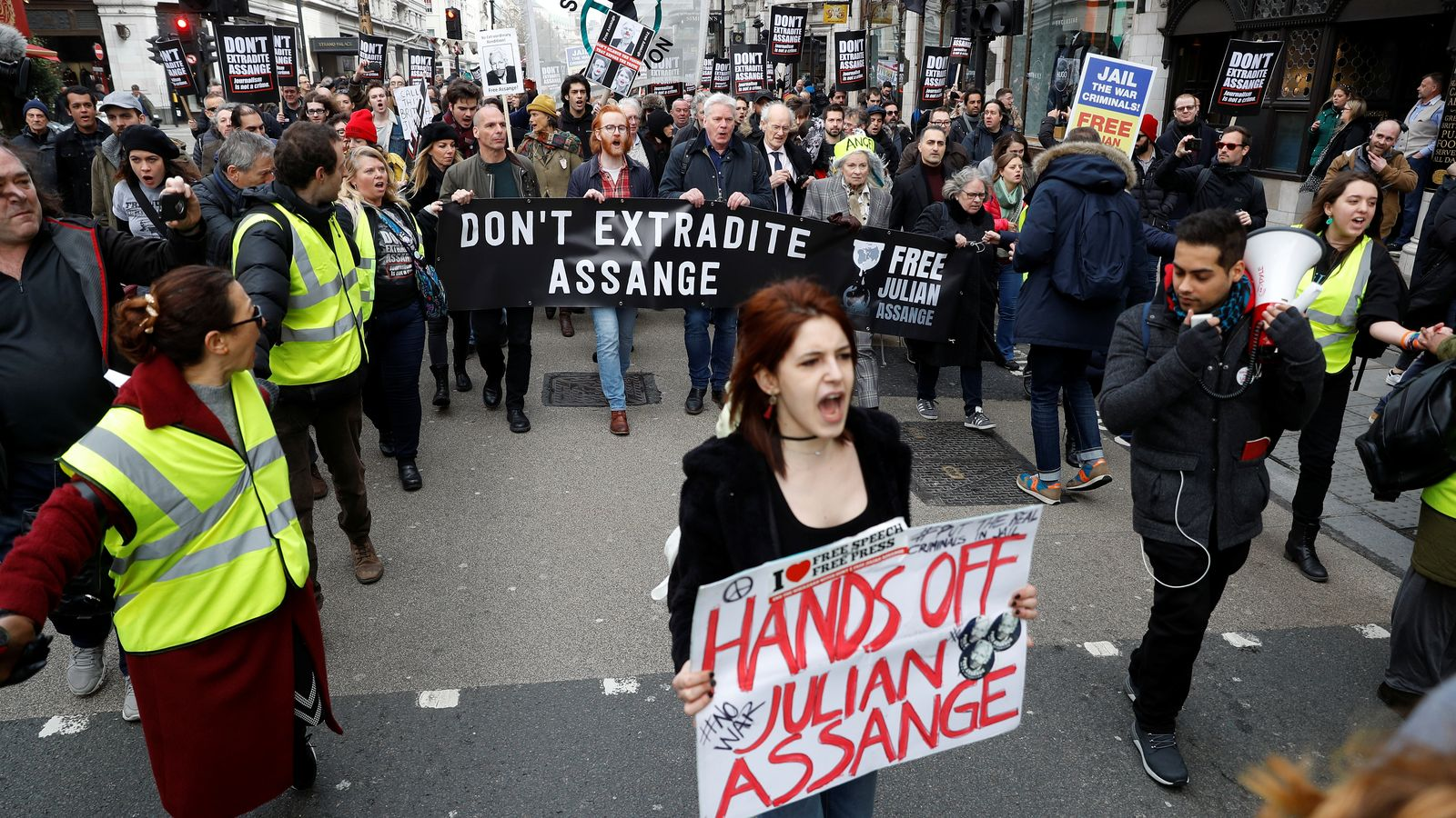 skynews-assange-extradition_4927984.jpg