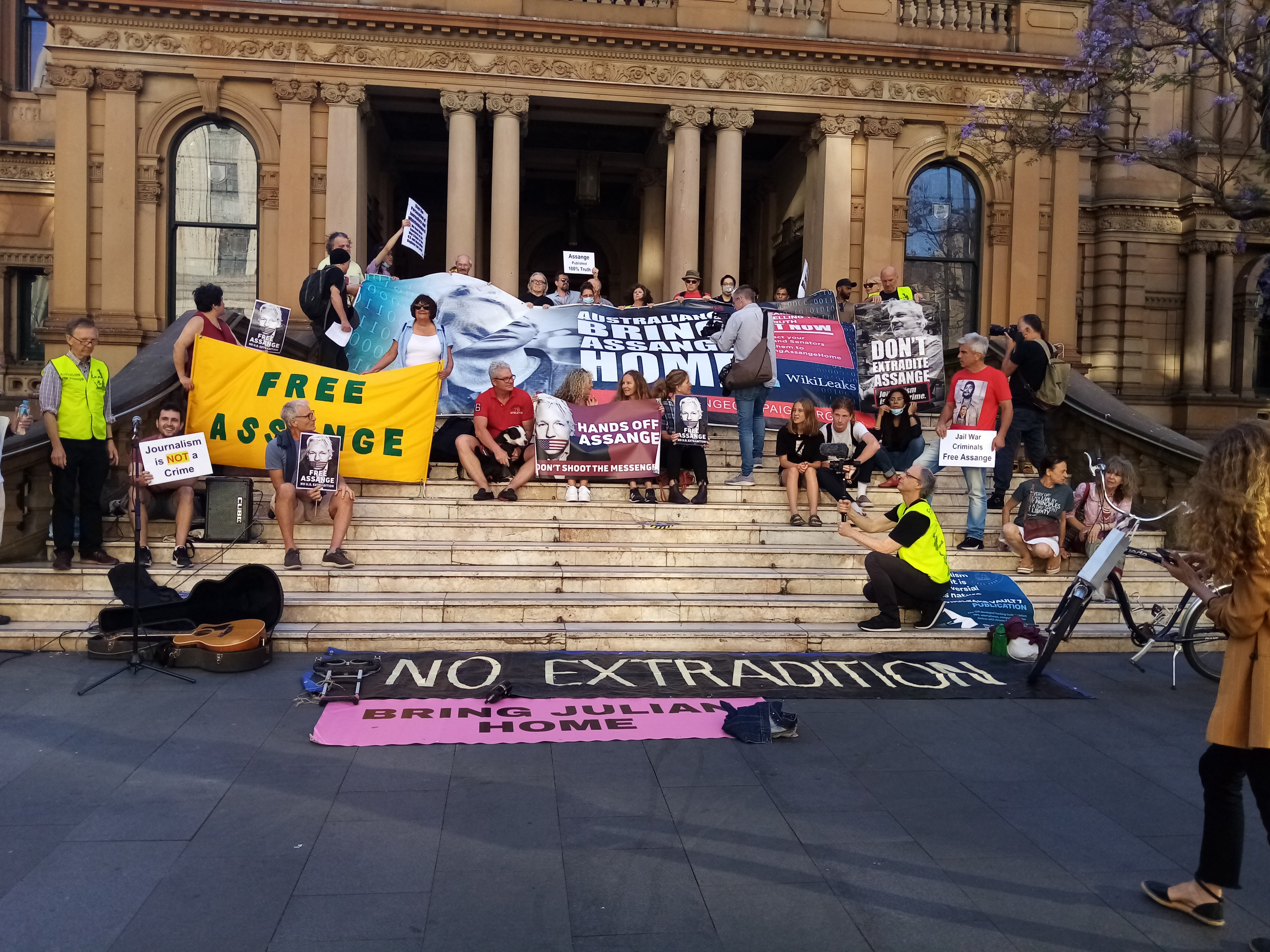 protest_photos:sydney_town-hall_2020_11.jpg