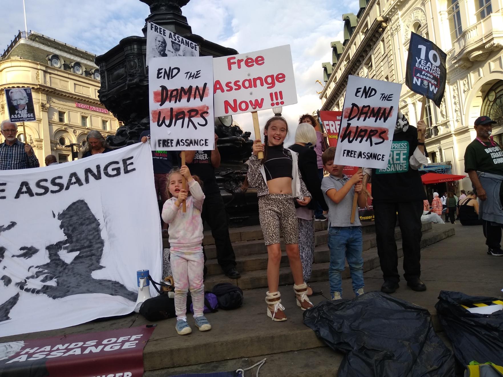 protest_photos:threekids.jpg