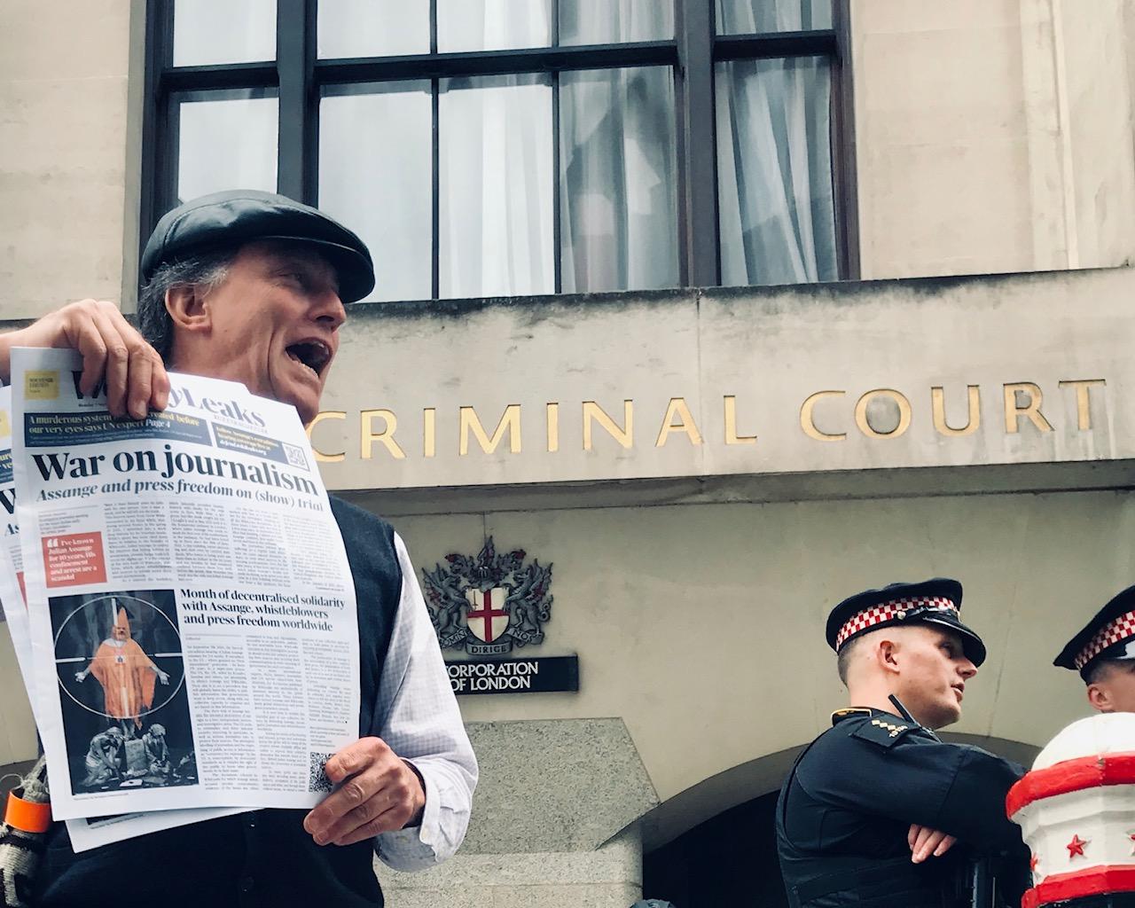 war-on-journalim-weelyleaks-old-bailey-london-7sept20.jpg