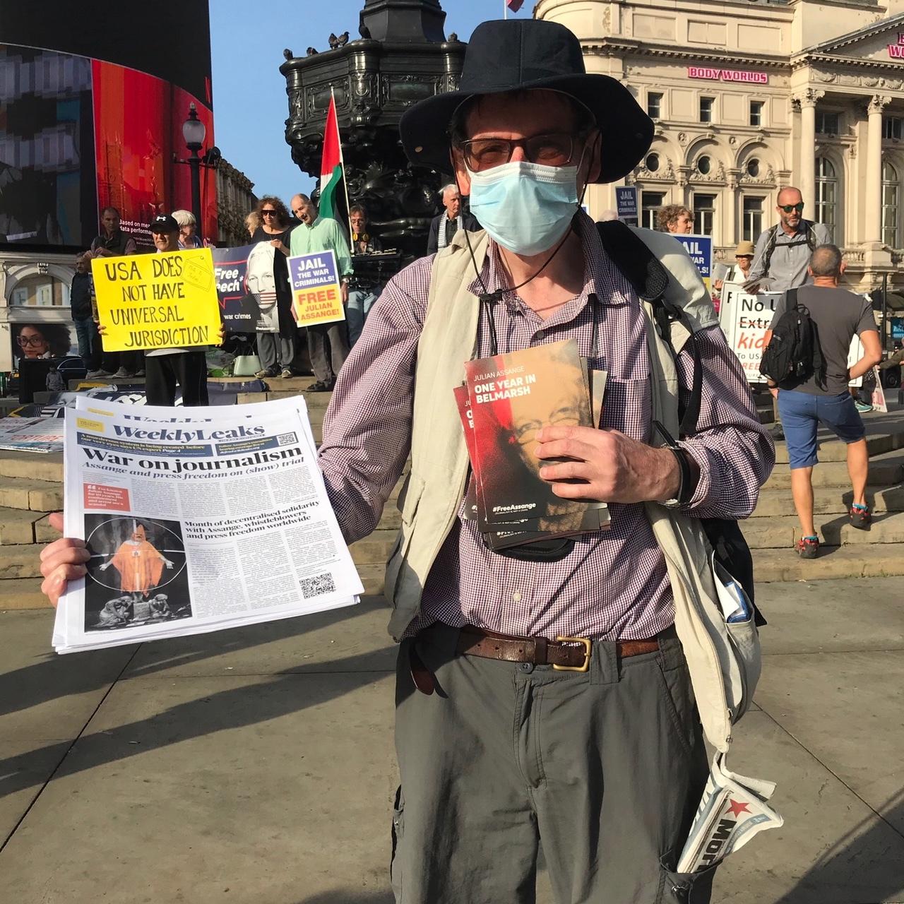 weeklyleaks-saturday-vigil-piccadily-circus-london-sept20.jpg