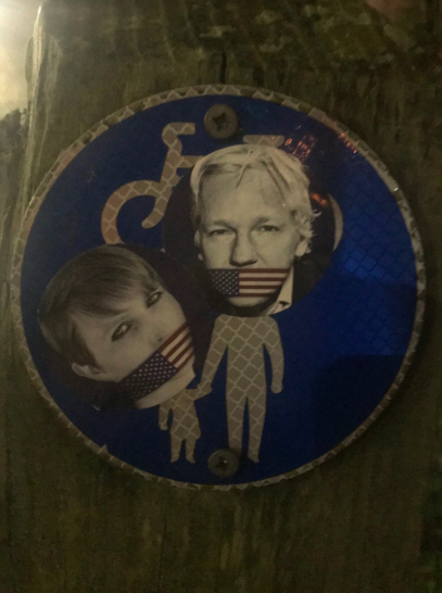 street_art:chelsea-hand-jul.png