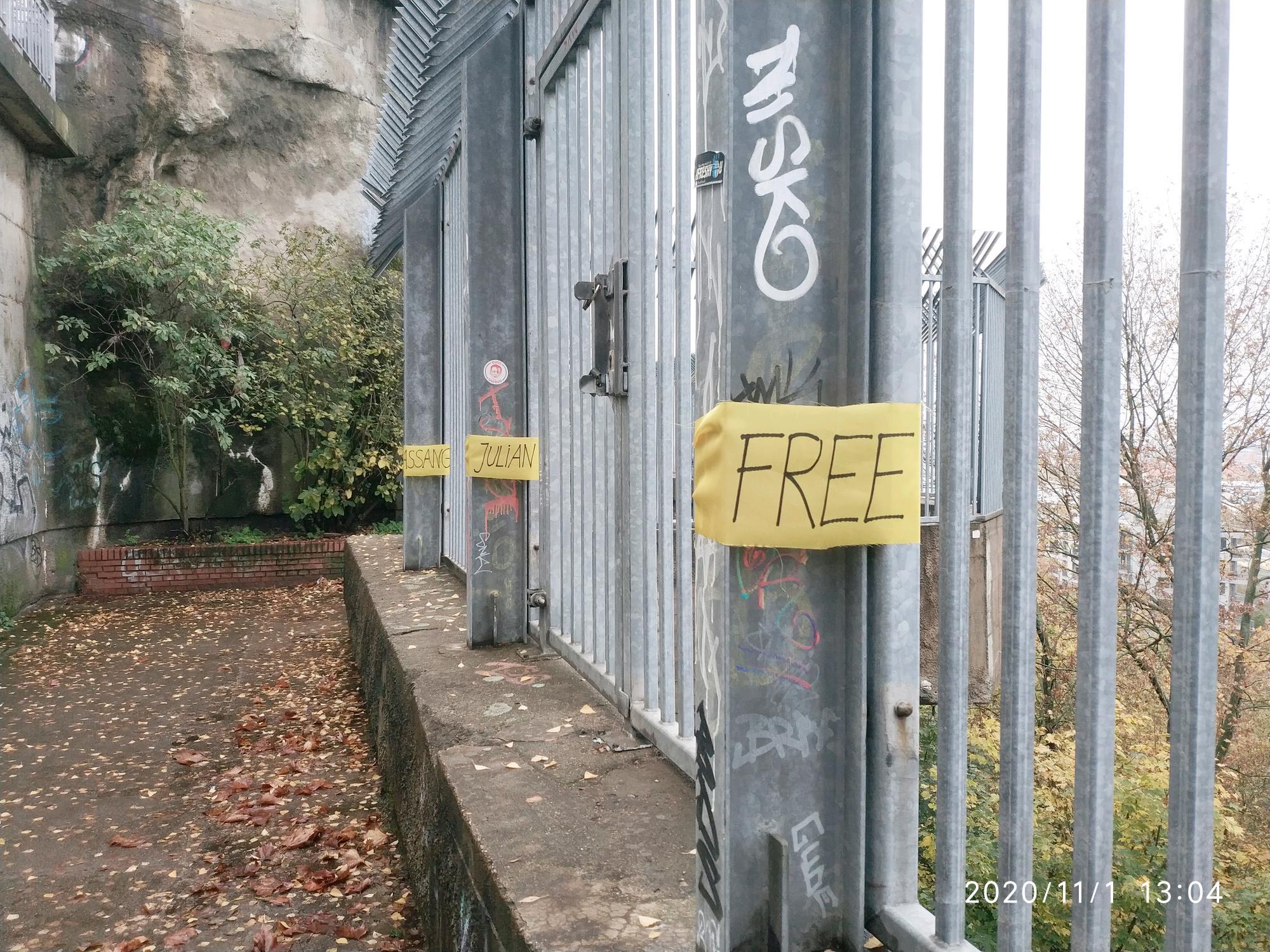 free_julian_assange_fence.jpeg