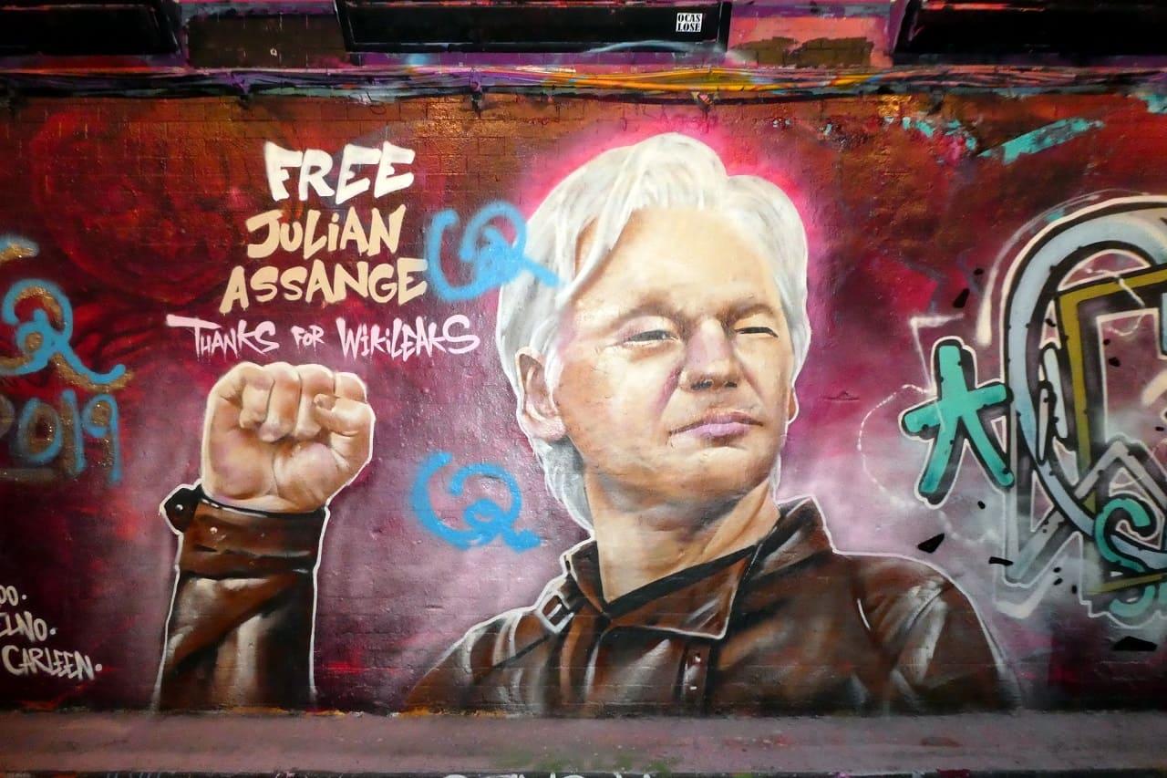 julian-assange-us-spionagegesetz-extradition-request-gesetzloser-rufmord-solitary-confinement-spionage-act-staatsfeind-kritisches-netzwerk-justizschikane-justizverbrechen.jpg